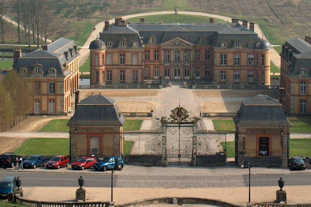 Chateau de dampierre en yvelines ouvert au public for Chateau yveline
