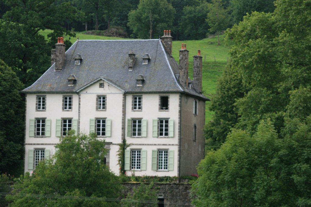 """Résultat de recherche d'images pour """"château de Faussanges saint cernin cantal"""""""