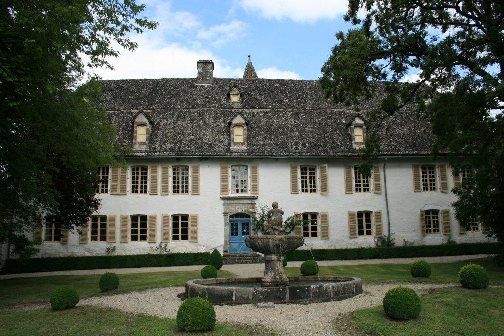 """Résultat de recherche d'images pour """"château du Cambon saint cernin cantal"""""""
